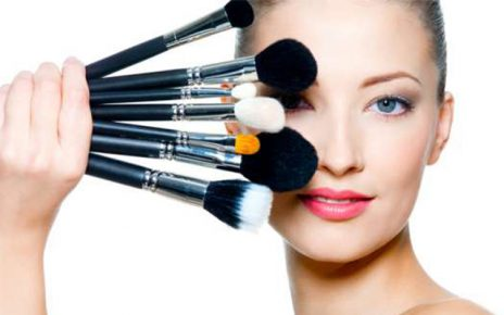 Make-up Bantu Tutupi Jerawat
