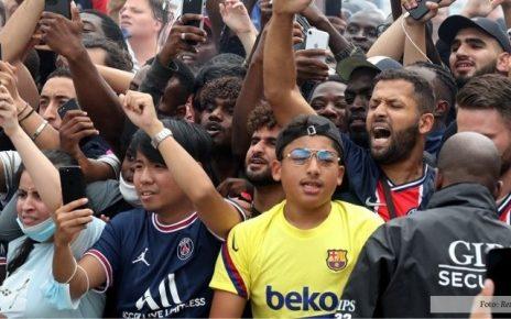 Gunakan Jersey Barcelona, Fans Messi Ternyata Belum Move-On!