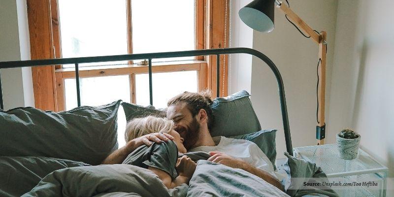 Tips Jaga Hubungan Dengan Pasangan Walau Dirumah Saja